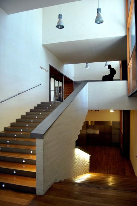 Consejos de iluminaci n click electricidad l materiales for Apliques para escaleras de comunidad